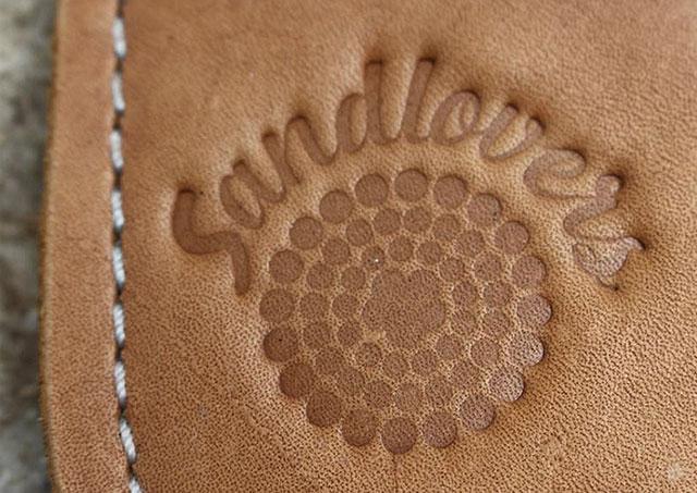 Prägung Logo Sandlovers auf Schuhsohle